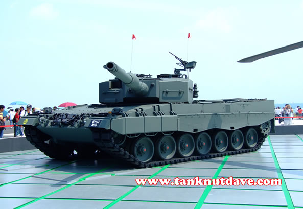 A Singapore Army Leopard 2A4